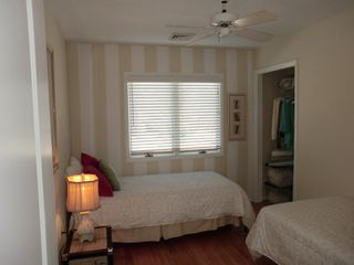 Harvey Cedars house photo - .Middle bedroom