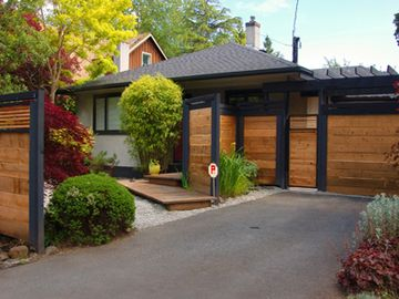Victoria house rental - Beautifully updated 1950s bungalow style home.