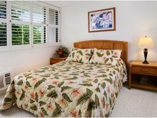 Keauhou condo photo - 2nd bedroom with queen sized bed and mountain view