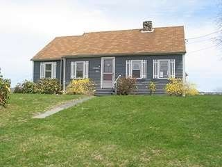 South Kingstown cottage rental - front yard