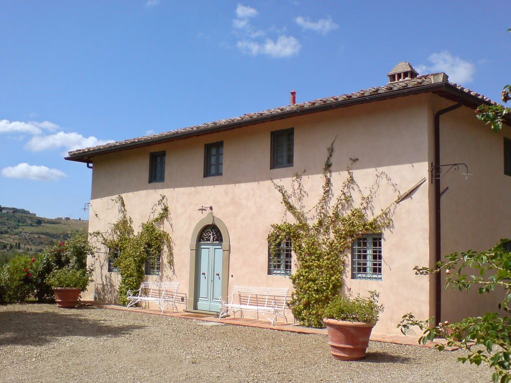 Air-conditioned house, with garden