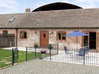 THE COW HOUSE, pet friendly, with pool in Weston, Ref 4116