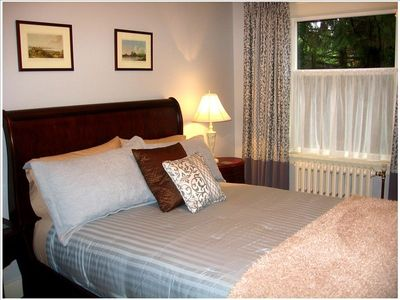 Deerholme Suite (Bedroom 3) - a silver/blue refreshing environment
