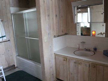 Large full bathroom shared by the 2 master bedrooms.