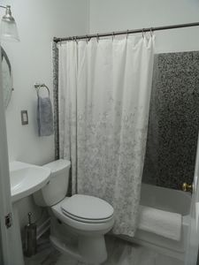 3rd floor full bath with granite shower