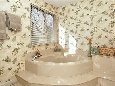 Master bath large bathtub