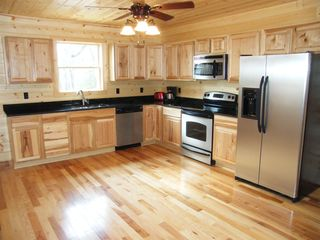 Luray cabin photo - beautiful kitchen with granite counters and stainless steel appliances