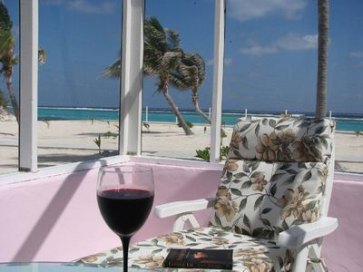 A good wine, a good book, a pleasant breeze !