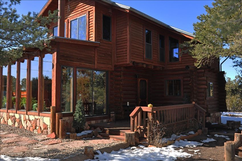 Front view of cabin for Az cabin rentals with hot tub