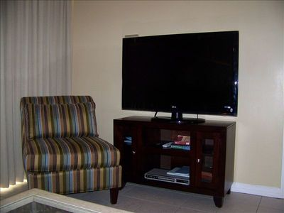 "Pelican Beach condo rental - Brand new 47"" flat screen LCD TV and DVD player. Fall football game!"