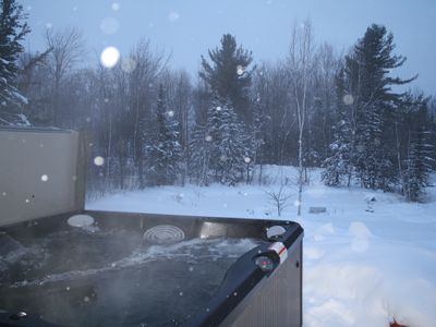 Outdoor hot tub has beautiful views (and outdoor speakers!!)