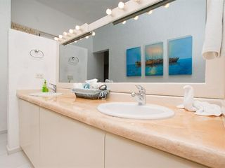 Playa del Secreto villa photo - Bathroom 3, his and hers sinks. spacious for relaxing mornings