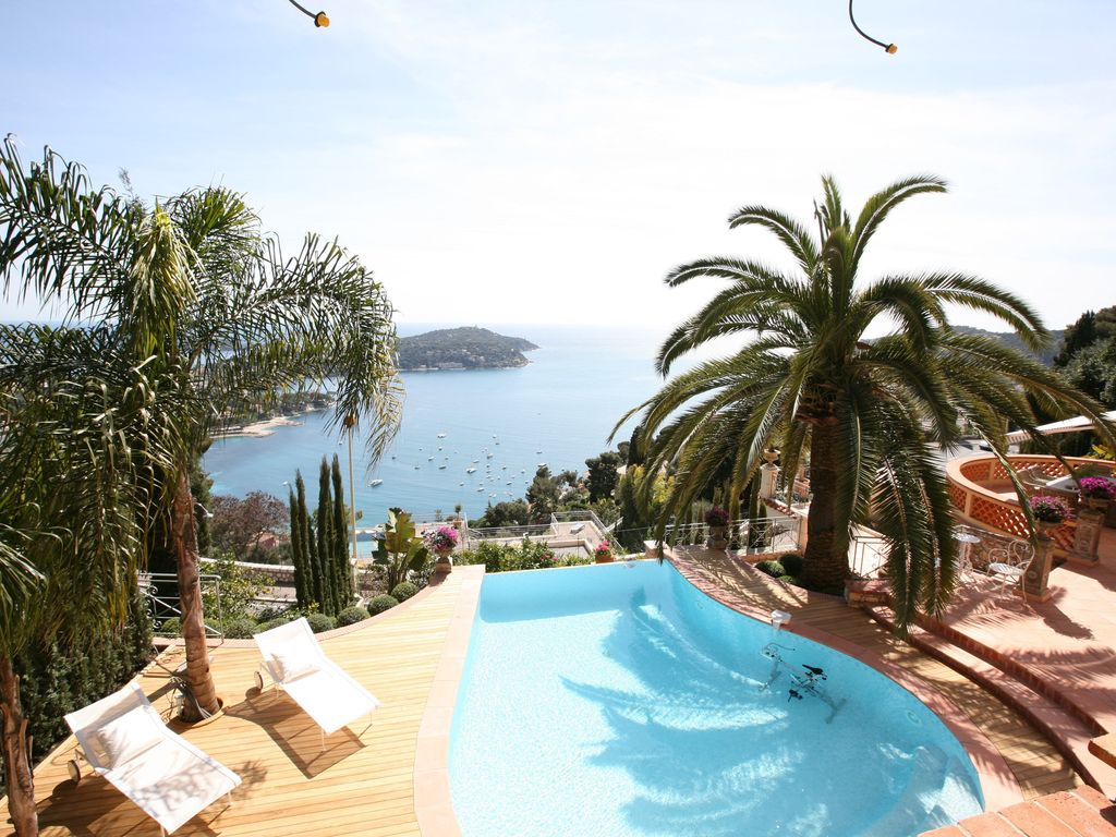 Luxury accommodation, 250 square meters, with terrace