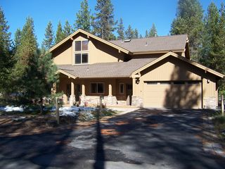 Sunriver house photo - Paved and lighted driveway with a 2 car garage