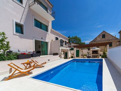 LUXURIOUS VILLA WITH POOL. Fantastic outdoor spaces. 200 metres from the sea.