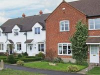 BURRELL HOUSE, pet friendly, with a garden in Evesham, Ref 30572