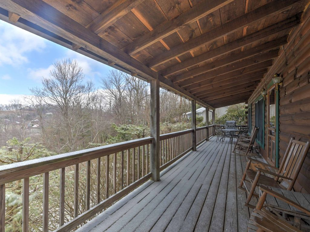 New 2br boone cabin on spacious lot w large vrbo for Rental cabins in boone nc