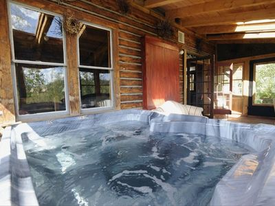 Lodgepine Hot-Tub in Sunroom