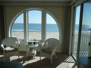 Belmont Towers Ocean City condo photo - Master bedroom sitting area