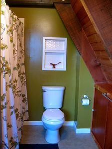 Emerald Lakes chalet rental - Second floor bathroom with full bath