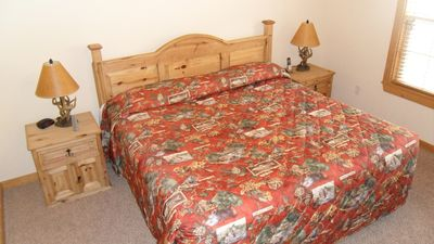 2 bedrooms with comfortable king size beds are featured in our Lodge!