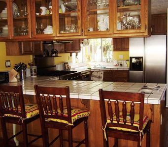 Seal Beach house rental - Eat in kitchen counter