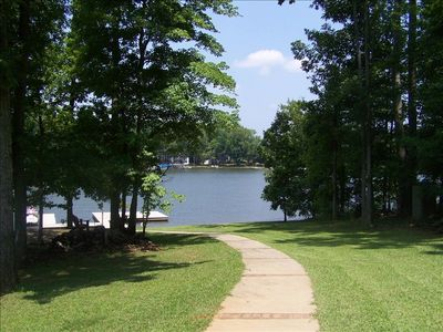 Perfect Location! Deep Water-Fire Pit-Easy walk to Lake