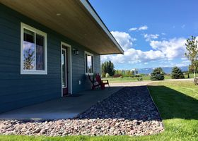 Home With Beautiful Mountain Views Minutes To Glacier Area Lakes And Skiing