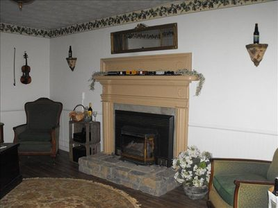 Living Room w/Gas Fireplace, Ipod Friendly Stereo System and Antique Furniture