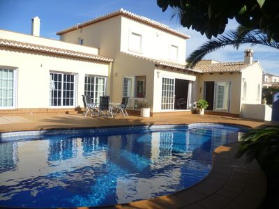 Spacious 4 Bed Modern Villa With Private Pool
