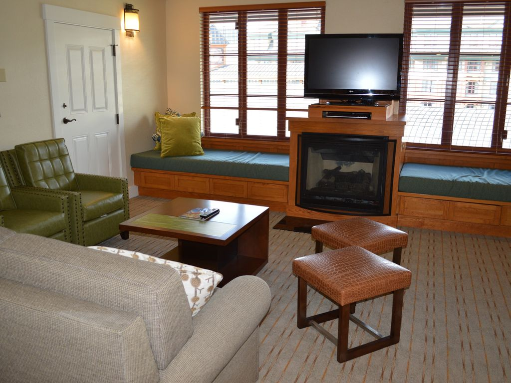 Lake Tahoe 2 Bedroom Suites 2 Bedroom Suite With Large Living Room And Fireplace 2 Br
