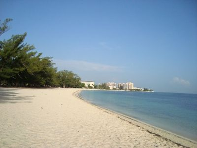 8th Night Free!  Affordable Tropical Executive Townhouse, 5 Mins Walk to Beach