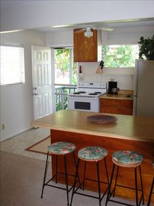 Full Cozy Kitchen & Comfortable Breakfast Counter, Full Bath granite counters