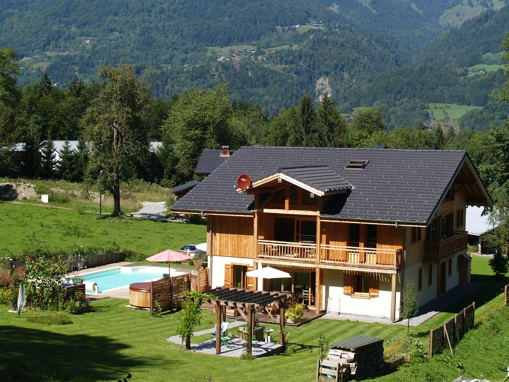Accommodation near the beach, 300 square meters, , Samoëns, Rhone-Alpes