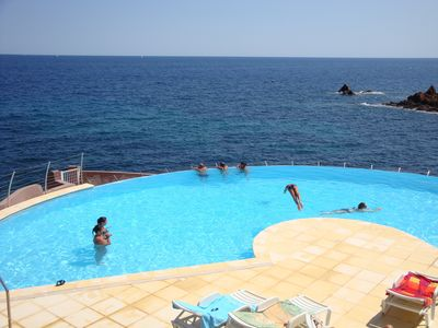 Apartment sleeps 5 with sea view and private garden