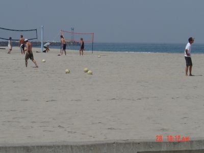 Volleyball courts by ocean & lifeguards yr round
