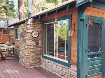 Arnold cabin rental - Front door entryway and window with a view of the lake