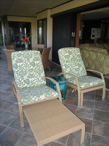 LANAI-- DINING, RELAXING ON CHAIR/RECLINERS, BEAUTIFUL OCEAN VIEW