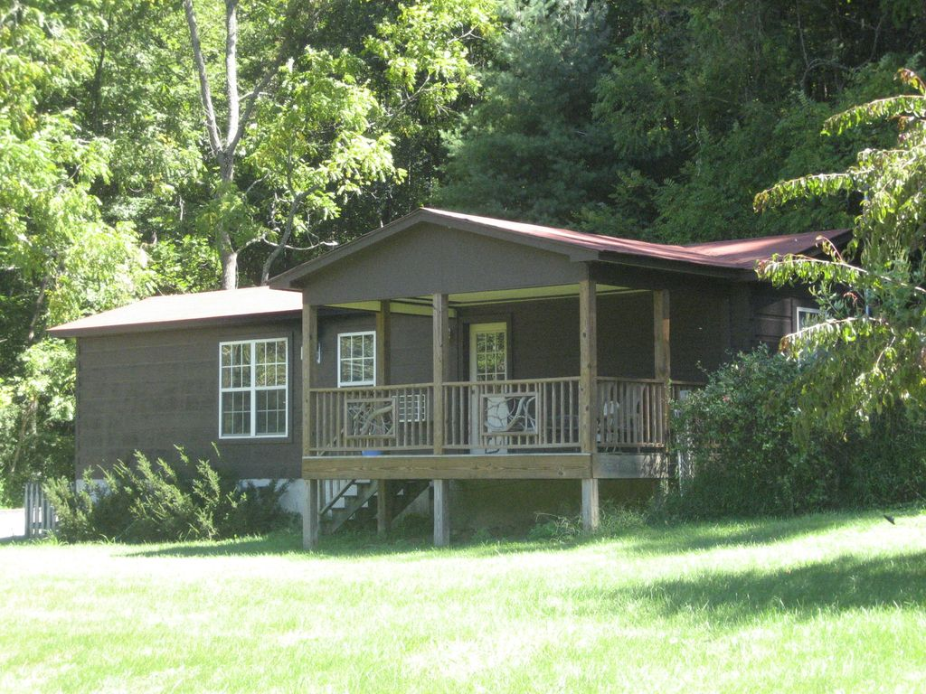 Secluded dog friendly mountain cabin on 50 vrbo for Asheville cabin rentals pet friendly