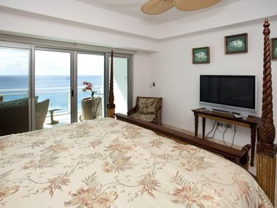 Cupecoy condo rental - Master bedroom with private oceanfront patio
