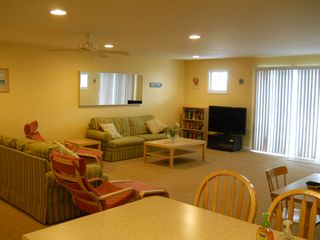 Living Room - Wildwood condo vacation rental photo
