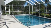 Yacht Club- Direct Access, Private Pool, Wifi