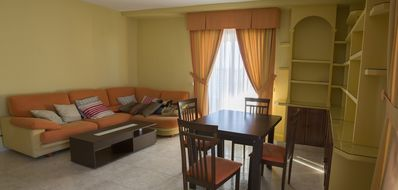 Spacious and bright apartment 15 minutes from Toledo
