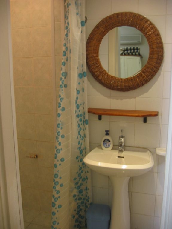 Studio F - bathroom