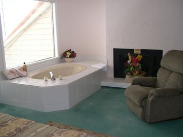 Relax in the Jacuzzi in the Master Bedroom