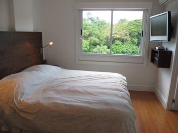 MASTER BEDROOM W/ 32in TV HD AND JARDIM BOTANICO VIEW