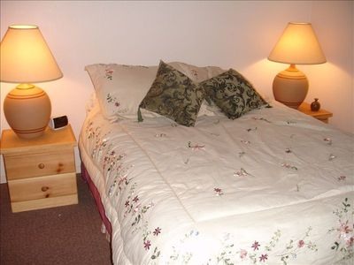 Downstairs Bedroom - Queen Bed