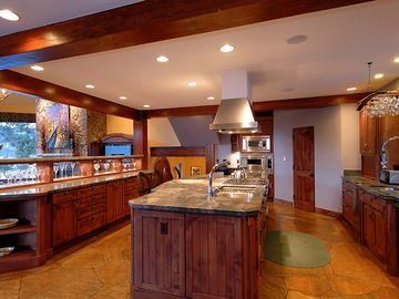 Camelot - Fully equipped, gourmet kitchen