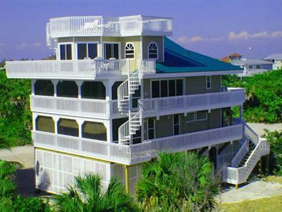 Houses faces Gulf of Mexico just 50 yards from the beach !