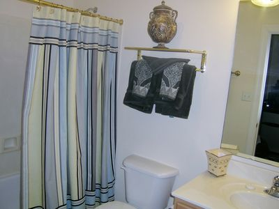 Clean bathroom with complimentary shampoo/conditioner, body wash, makeup wipes.